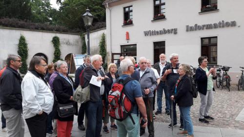 Vor der Touristikinfo in Wittenberg